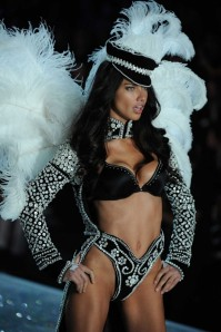 victorias-secret-fashion-show-2013-adriana-lima-sohelee26